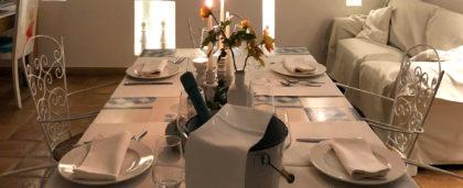 Exklusives Abendessen bei Kerzenschein im Zimmer