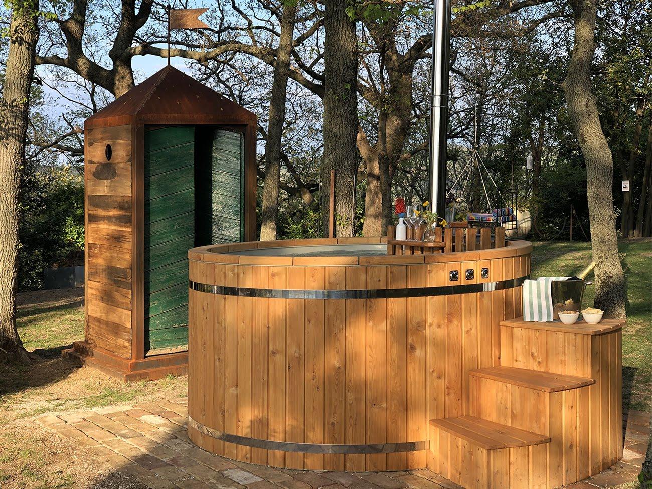 Garden Natural Hot Tub - Castello di Granarola - Natural Spa